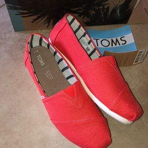 TOMS Womens Classic Cherry Tomato Loafers Size 7.5